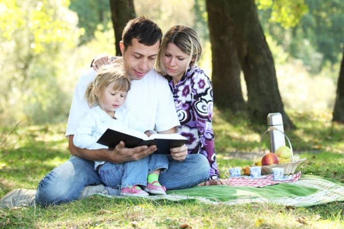 b0a9c7365f11ec 6 versículos da Bíblia que nos ensinam sobre ser melhores pais e ...